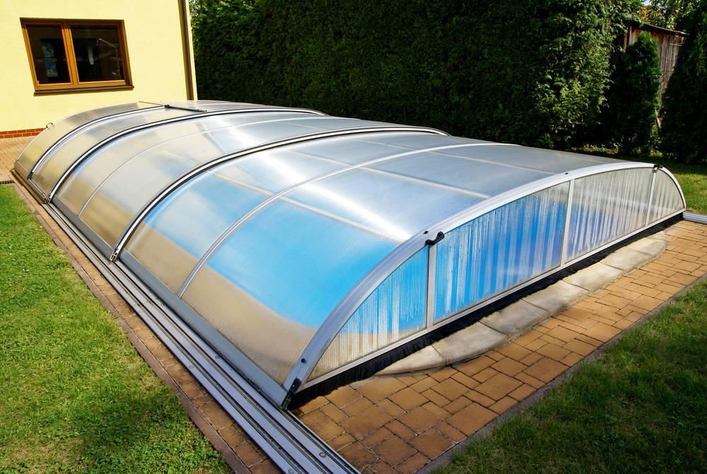 ¿Cómo elegir cubierta para la piscina?