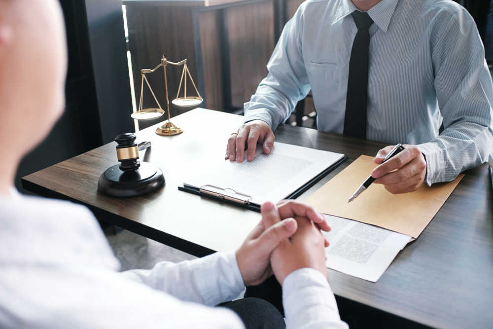 Abrir un bufete de abogados es una actividad rentable en nuestro país